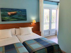 Habitación doble dos camas con terraza y vistas